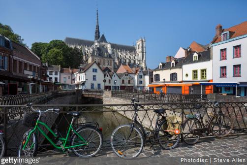 Amiens est une ville où il est bon de faire une pause sur la route de vos vacances vers le Nord de la France.