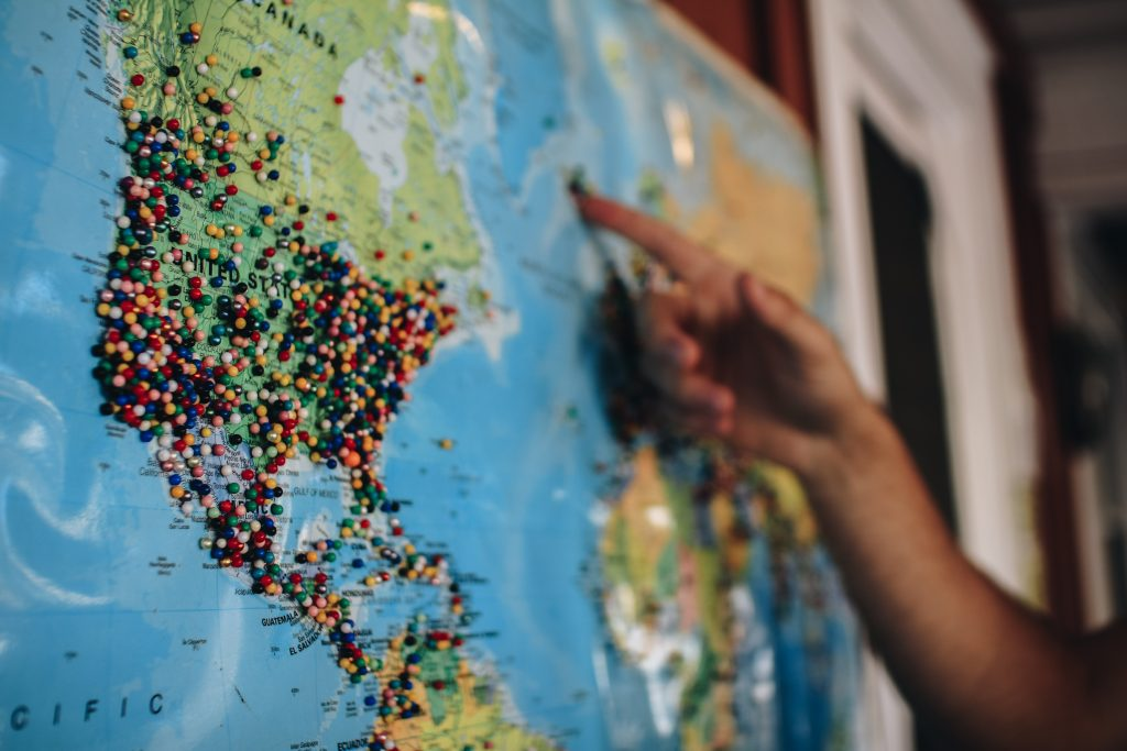 tour-du-monde-carte-pays-continents-epingles-voyage
